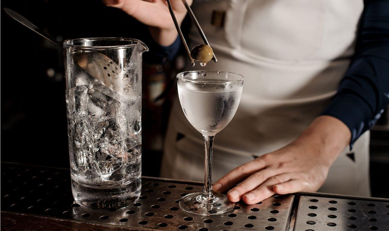 Dry Martini Cocktail | Klassische Cocktails | Mixology Magazin für Barkultur